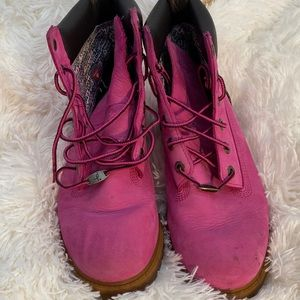 Like new pink breast cancer timberlands